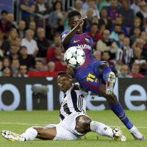 Ousmane Dembélé och Alex Sandro i Champions League.
