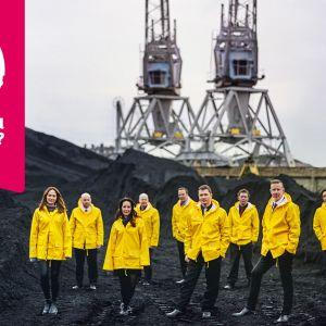 Ultra Bra i gula regnrockar med Musiktestets logo