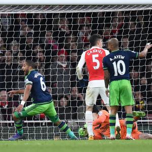 Swansea överraskar Arsenal i London.