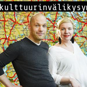 Aleksis Salusjärvi ja Anna Tulusto kartan edessä