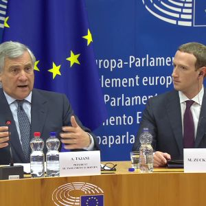 Talesman Antonio Tajani och Mark Zuckerberg under Europaparlamentets förhör.