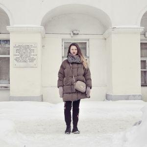 Vera är journalistikstuderande i Moskva och vill se Ryssland ledas av en kvinna.