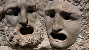 Stenskulpturer från antikens grekland ser förfasade ut
