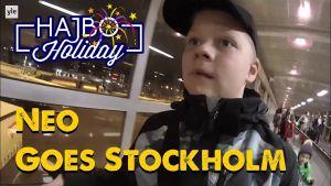 Neo på båten till Stockholm.