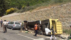 Turkisk turistbuss störtade nedför ett stup nära Marmaris 13.5.2017