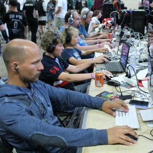 Pelaajia Dreamhack Open tapahtumassa.