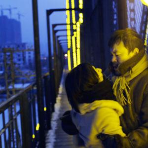 Wu Zhizhen (Gwei Lun Mei) ja Zhang Zili (Liao Fan) elokuvassa Black Coal, Thin Ice