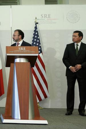 John Kelly, Rex Tillerson, Luis Videgaray och Miguel Angel Osorio håller presskonferens i Mexiko City.