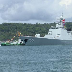 Kinesiska örloghsfartyget Chang Chun (DDG-150) i hamnen i Davao, Filippinerna.