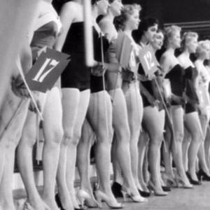 Missikisojen kandidaatteja uimapukukierroksella vuonna 1955.