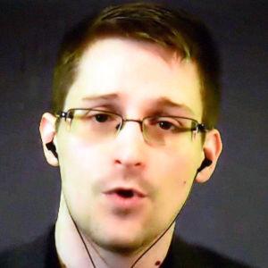Snowden deltog via videosamtal i en prisutdelning i Stuttgart 23.11.2014.