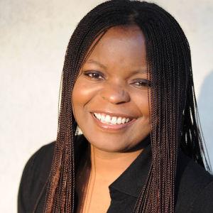 bild av Petina Gappah som ler