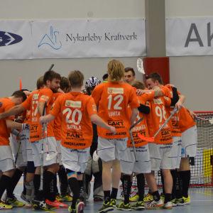 SB Vaasa firar segern i säsongens andra österbottniska derby, november 2015.