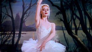 Moira Shearer balettitanssijana ja päähenkilönä elokuvassa Punaiset kengät (1948).