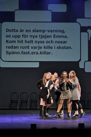 Foto från Nya Tadams uppsättning av ungdomsmusikalen Connected.