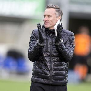 53-årige Sixten Boström är inne på sitt tredje tränaruppdrag i fotbollsligan.