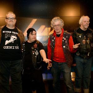 Bandet Pertti Kurikan nimipäivät.
