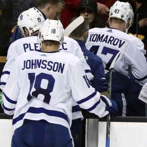 Leo Komarov, Toronto Maple Leafs, lämnar isen.