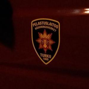 Egentliga Finlands räddningsverks logo på en brandbil.
