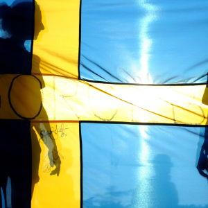 Sveriges flagga med skuggor