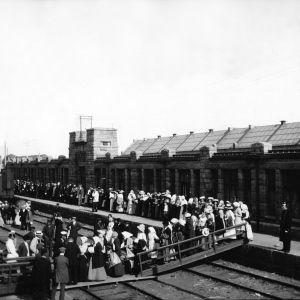 Amerikaemigranter  går ombord i Hangöhamn