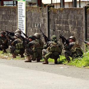 Militär i Marawi kämpar mot extremister.