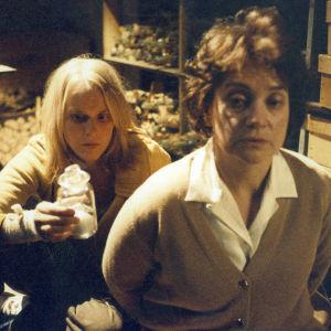 Leea Klemola ja Rea Mauranen elokuvassa Neitoperho. Yle kuvapalvelu.