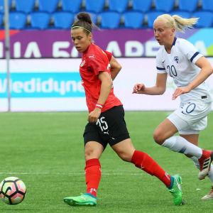 Eveliina Summanen i Finlands VM-kvalmatch mot Österrike.