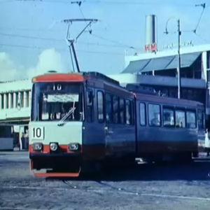 Raitiovaunu 10 Lasipalatsin edessä Helsingissä 1974