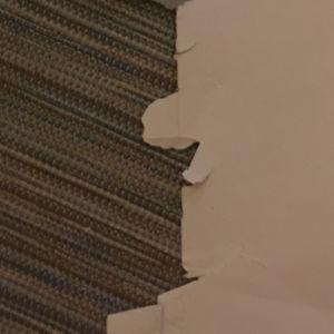Revennyt kirjekuoren reuna muodostuu pottunenäisen ukon silhuetin.