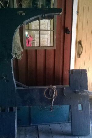 Helena skänker en gammal vävstol i Bytesbörsen.