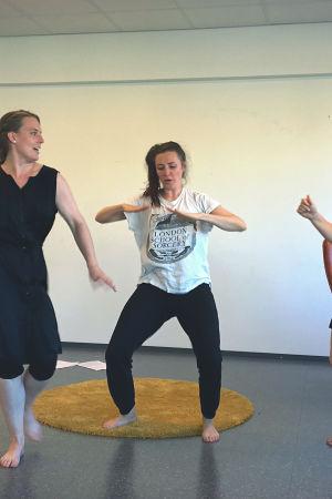 Teater Hekate: My Ström, Frida Wickholm och Minerva Peijari