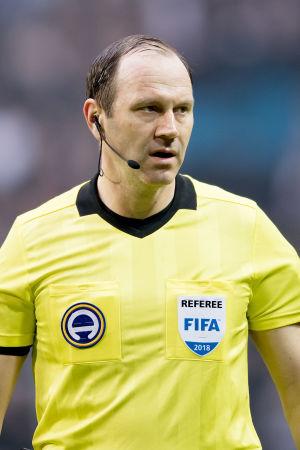 Sveriges ledande fotbollsdomare avslutar karriären då han inte blev nominerad till VM i Ryssland.