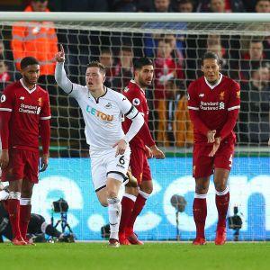 Alfie Mawson firar segermålet mot Liverpool.