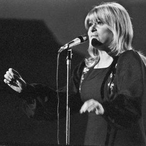 Marion Rung laulaa Tom tom tom -kappaletta Euroviisukarsinnassa.