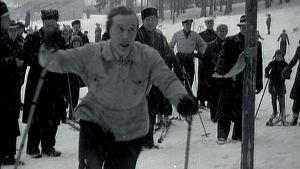 Väinö Leskinen hiihtää eduskunnan hiihtokilpailussa (1946).