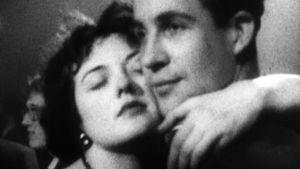 Love is all: 100 vuotta rakkautta. Dokumenttielokuva. Kollaasielokuva arkistomateriaalista..