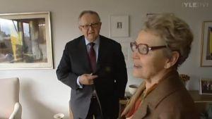 Martti ja Eeva Ahtisaari kotonaan