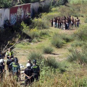 Migranter tar sig över till Melilla. (Arkivbild).