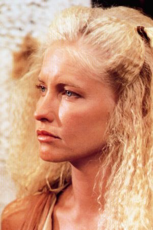 Blond kvinna med kreppat hår