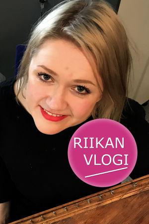 Toimittaja Riikka Holopainen ja muusikko Maija Kauhanen.