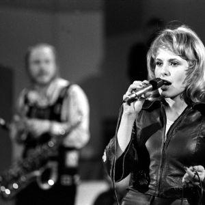 Maarit Hurmerinta esiintymässä vuoden 1973 Euroviisukarsinnassa