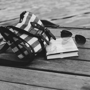 Solbrillor på bryggan
