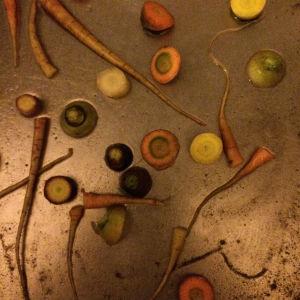 Virpi Talvitiestä on ihanaa tehdä arjessa oivalluksia ja huomioida arjen kauneutta. Tiskialtaan porkkananaatit ovat hänestä kuin maalaus.