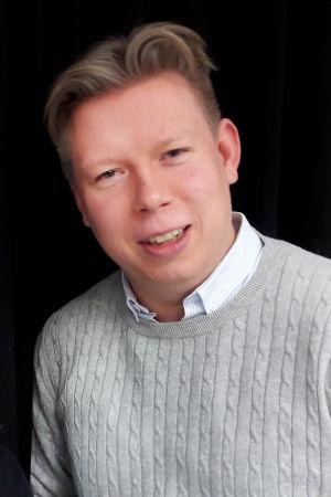 Toimittaja Riikka Holopainen ja urkutaiteilija Pétur Sakari