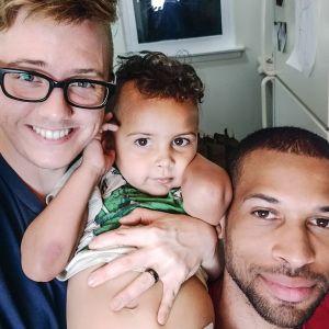 Kuvassa Sion ja Wes sekä heidän lapsensa Caleb.