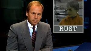 Kari Toivonen juontaa uutisen Mathias Rustista (1987).