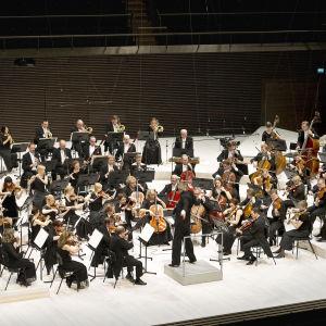 Radions symfoniorketer under konsert i Musikhuset i Helsingfors.