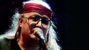 Juice Leskinen itsenäisyyspäivän konsertissa Helsingin Jäähallissa 1986