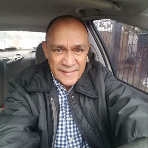 Den mexikanske journalisten Carlos Dominguez tittar in i kameran